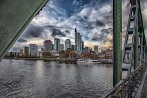 Skyline Frankfurt vom Eisernen Steg aus Fotograf-Christian-Bill